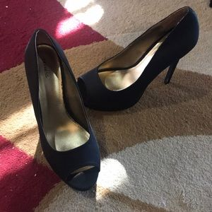 Shoes size 10. But cut fits like 9.5